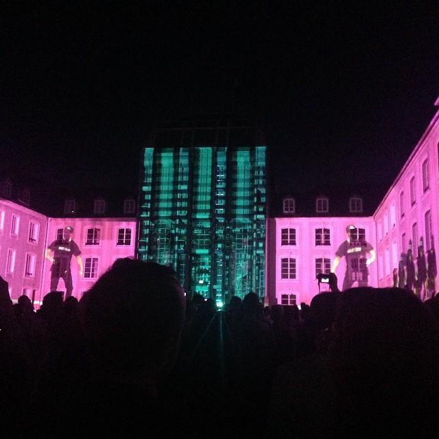 Saarbrücken von seiner kulturellen Seite - Hier moderne Farbprojektionen auf dem Schloss in diesem Frühjahr
