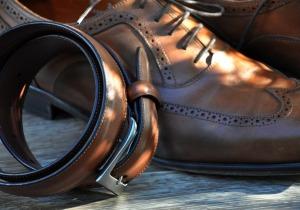 Schuhe und Gürtel