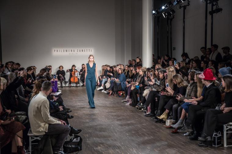 Mercedes-Benz Fashion Week Berlin Autumn/Winter 2017 Philomena_Zanetti Fashion Show im Me Collectors Room in Berlin am 18.01.2017 Foto: Nass / Brauer Photos fuer Mercedes-Benz