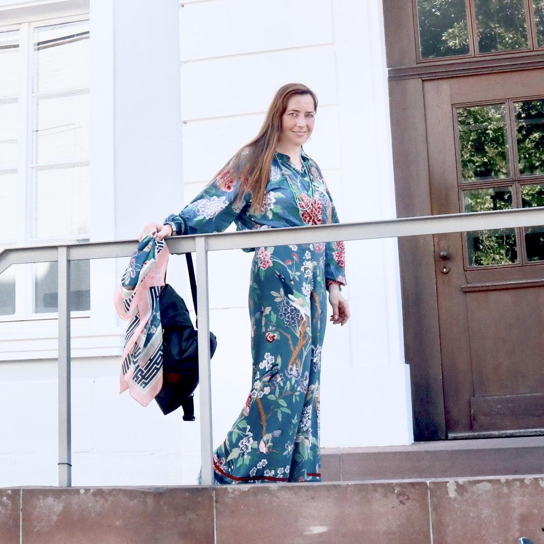 Nessy in floralem Design vor dem Schloss in Saarbrücken