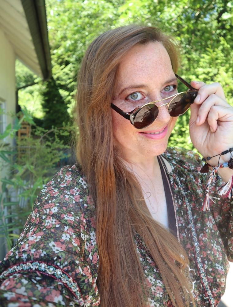 Nessy mit Brille